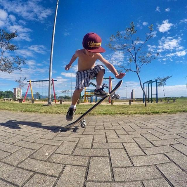 Little shredder! #revbalance #awesomekids #kidswhoride #kidswhoshred #thiskid #littleriders #skateboarding #ollie #boardsports #practice #summer  #summertime #practicemakesperfect