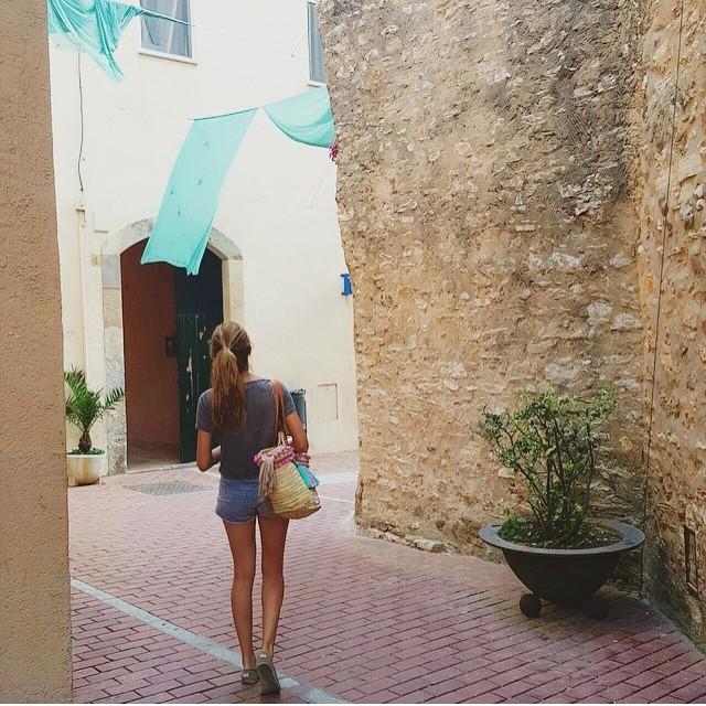 De paseo por #Begur #CostaBrava by @godblessmycloset