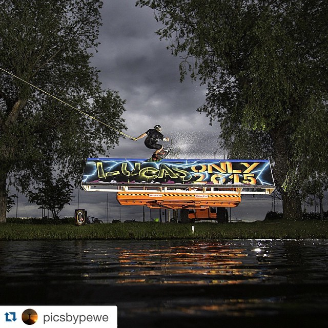 #Repost @picsbypewe ・・・ Night session with @williamklang before Lucas Only Competition tomorrow @vasterascablepark painting by @romrees