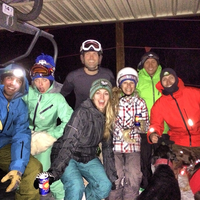 Earned our turns and our beers last night on a night hike up to the top of arrowhead with this crew @jvlofaro @anoahbomb87 @ericjiboso @mcelberts @rachshredgnar @cldavis #dogslovingsnow #skiing #earnyourturns #snowboarding #splitboarding #nighthike...