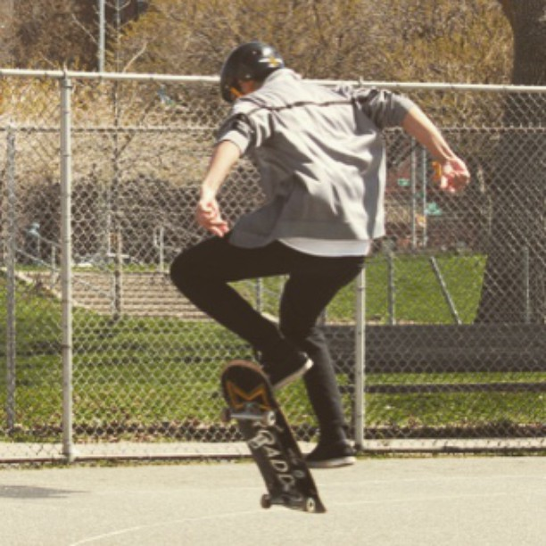 Nice shot from a skate mentor session by @akalindalee. #skate #skater #skateboard #sk8 #skatetricks #skateboarding #streetskate #citylife #mentor #volunteer #nyc #la #spring #youth #community #challengeyourself #grind #skatetolive #fun #motivation...