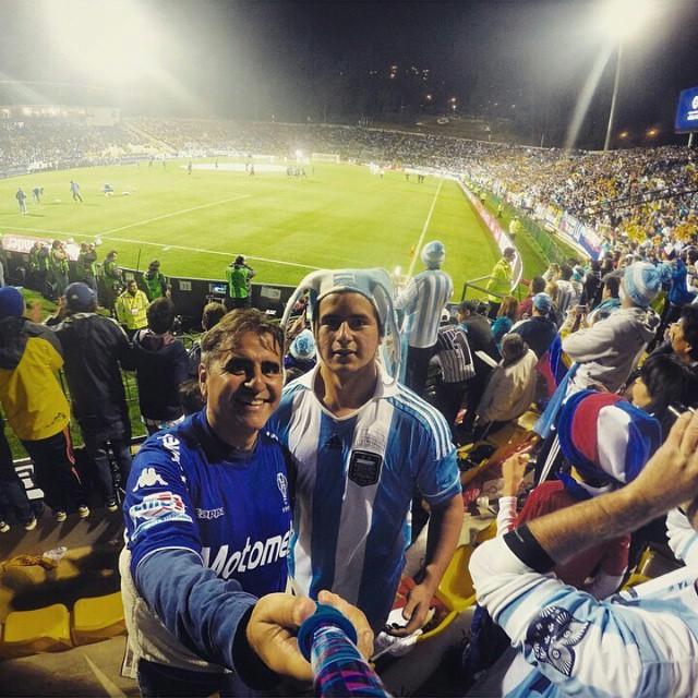 @loubasilico viendo a la selección con su #ZephyrPole !! #CopaAmerica - Tienda Online