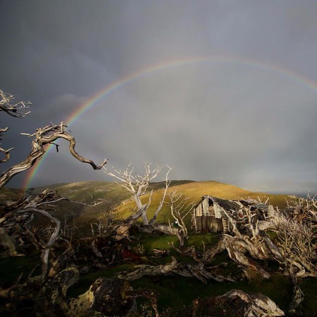 Mientras arreglábamos el rancho El Bagualero de Pati se vino la lluvia y después la naturaleza nos sorprendió con este arco iris.