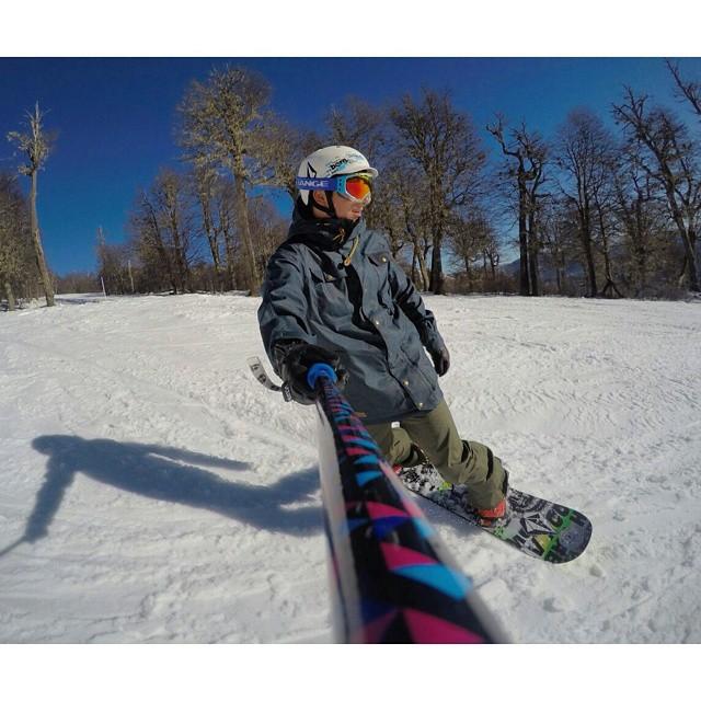@nicolas_urquiza disfrutando de la nieve de @cerro_chapelco con su #ZephyrPole!!