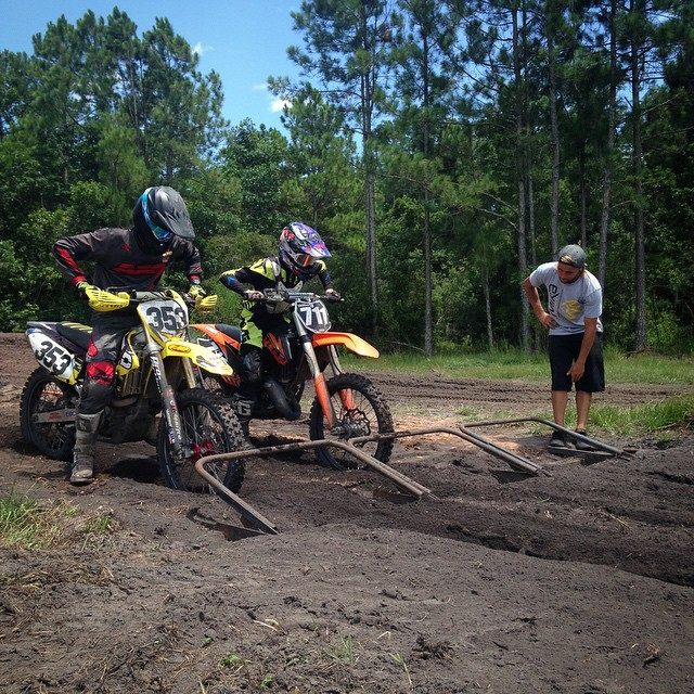 @jfrank353 and @cason_vaughn711 getting their starts dialed at #theden #wolfmx #holeshot #moto #motocross #trainhard