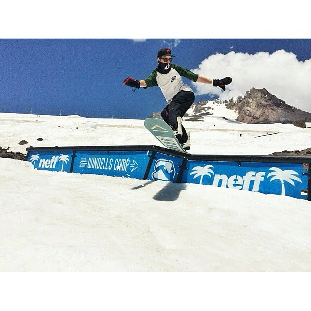 #FluxBindings rider @jah_he has been spotted at @windellscamp getting his shred on! #palmtrees #paradise #turninandburnin