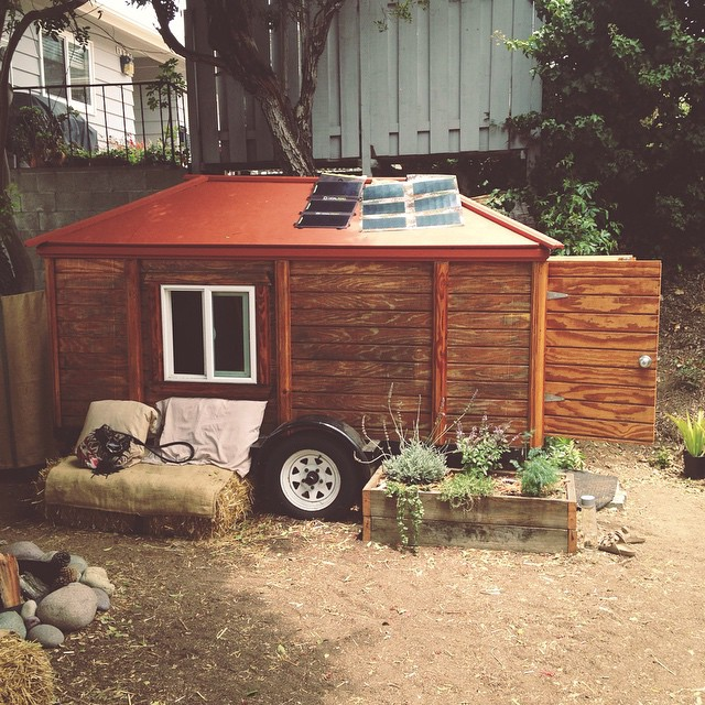 An inspirational afternoon hangout with @robjgreenfield and his off the grid, self-sustaining tiny house