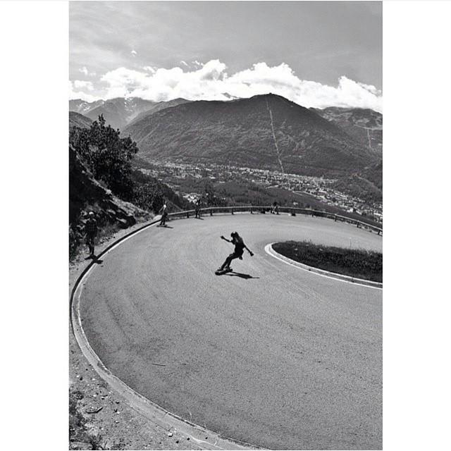 Spanish rider @lauraamoros shot by @agboton. Buena!  #longboardgirlscrew #womensupportingwomen #skatelikeagirl #girlswhoshred #lauraamoros
