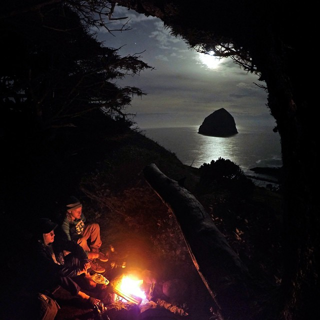Epic view as @timhumphreys and @sammycski camp and roast marshmallows after a solid day of surfing. GoPro HERO4 | GoPole Base #gopro #gopole #gopolebase #camping #oregon #⛺️