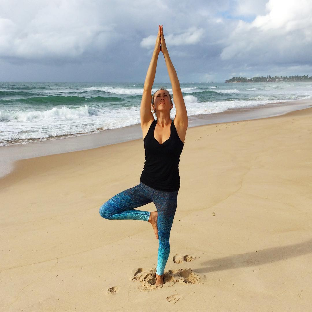 Live Well, Travel Often  OKIINO multifunctional leggings are ideal for travel and beautifully transition from sea to street to studio.  #Beauty in #Brazil @sarahmartinssf  #travel #seastreetstudio #sea #street #studio #beach #beachlife #OKIINO
