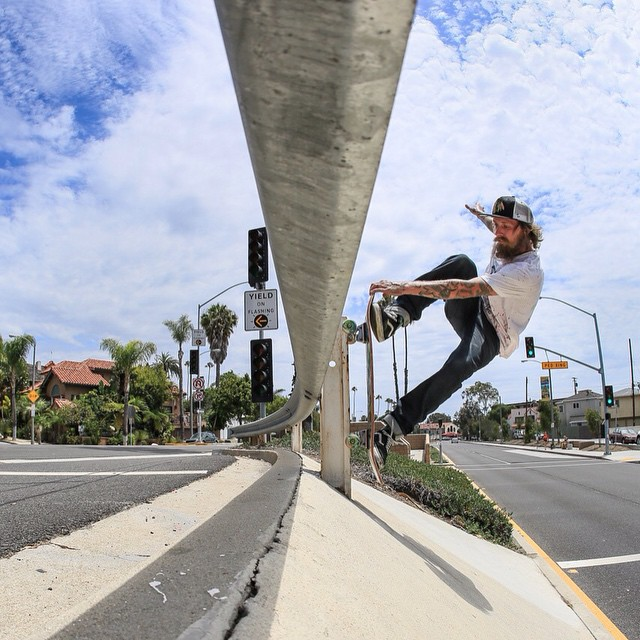 Crail grab pole smash vertical grinder by @gnarlivin - live and direct in the LBC //