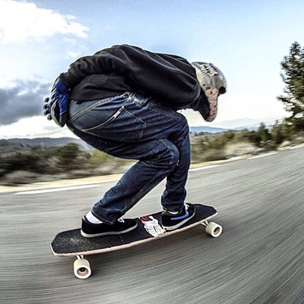 Full tucked and locked in. We all love going fast and @ali_nas knows how to keep it together and have fun on any run. Regram from @longboard_brazil. #divinewheelco #divinewheels