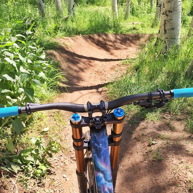 This view makes me happy. #downhill #suchturns #verydirt #ParkCity @iamspecialized