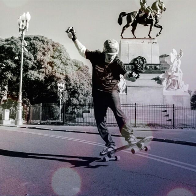Toda una ciudad por recorrer! Encontrá tu longboard en www.wikasport.com  #andarxandar !!! #Longboard #longboarding #longboards #longboarder #longboardlife #longboarders #longboard4life #longboardlove #longboardsworld #longboardlifestyle...
