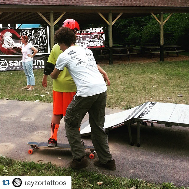 #Repost @rayzortattoos  Darryll helping this guy get started #Aaron'sacres #getonboard #skateboard #lessons for #children with #autism #skateboarding #program