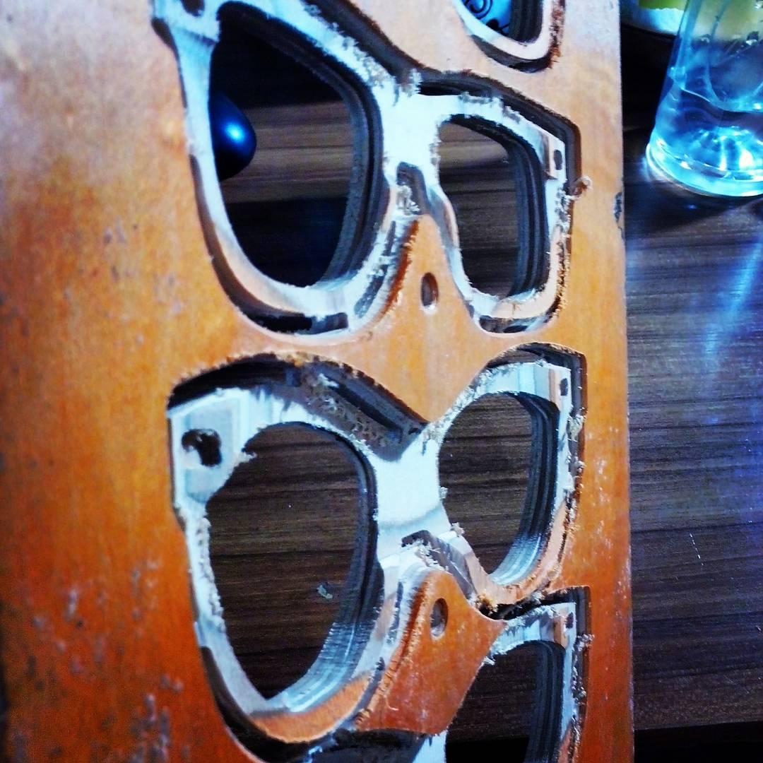 Estamos con los prototipos del Nuevo anteojo FEMENINO! Como te gustaría que sea la forma del anteojos?  #recycledsunglasses #recycledskateboards  #womansunglasses