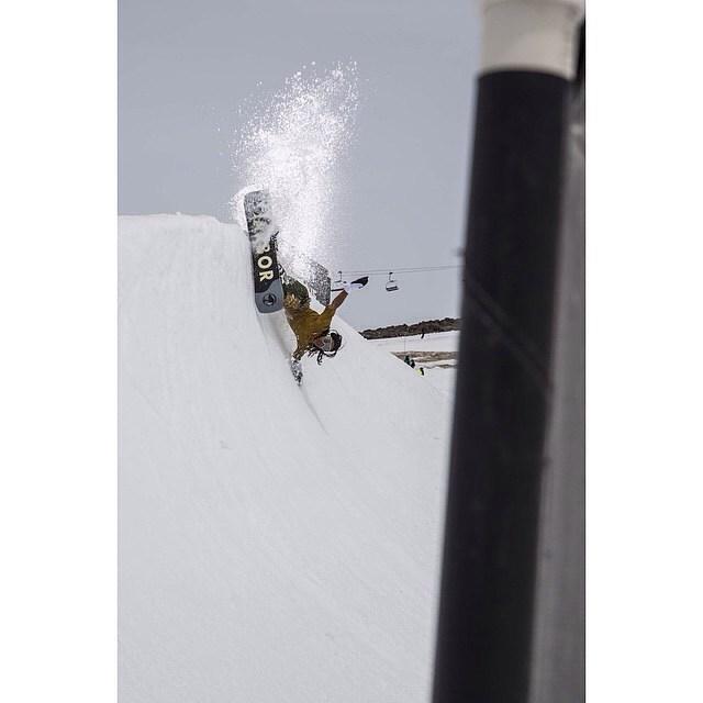 Photo: @dannykernphotography #Snowboarding #FluxBindings #Summer #MtHood #ErikLeon #Slash #WhiteWave #Shirtless #Style #LikeABoss