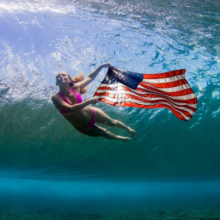#HappyFourthofJuly the freedoms to float through the oceans, to fly high in the sky and wonder across the lands! Thank you America for believing in our dreams to create happiness! @alisonsadventures exploring her freedoms with @hisarahlee