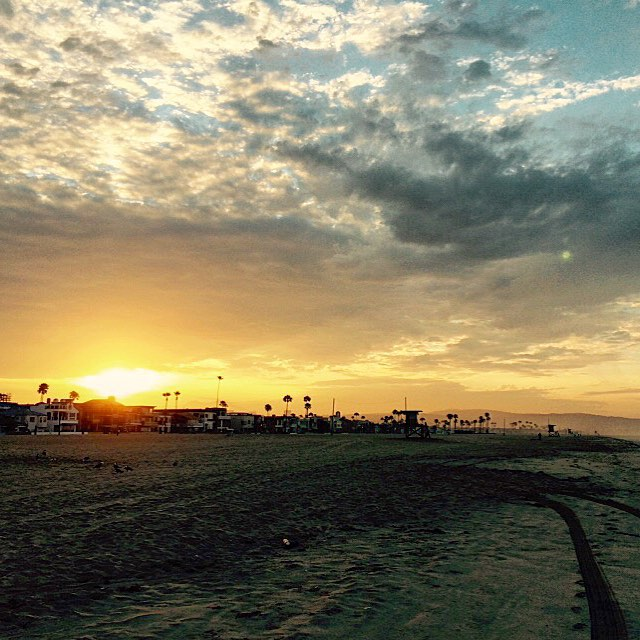 Morning skies in Newport Beach. #uluLAGOON #beachculture #lifestyle #coastal #sunrise #surf  #newportbeach #surfwaxcandles