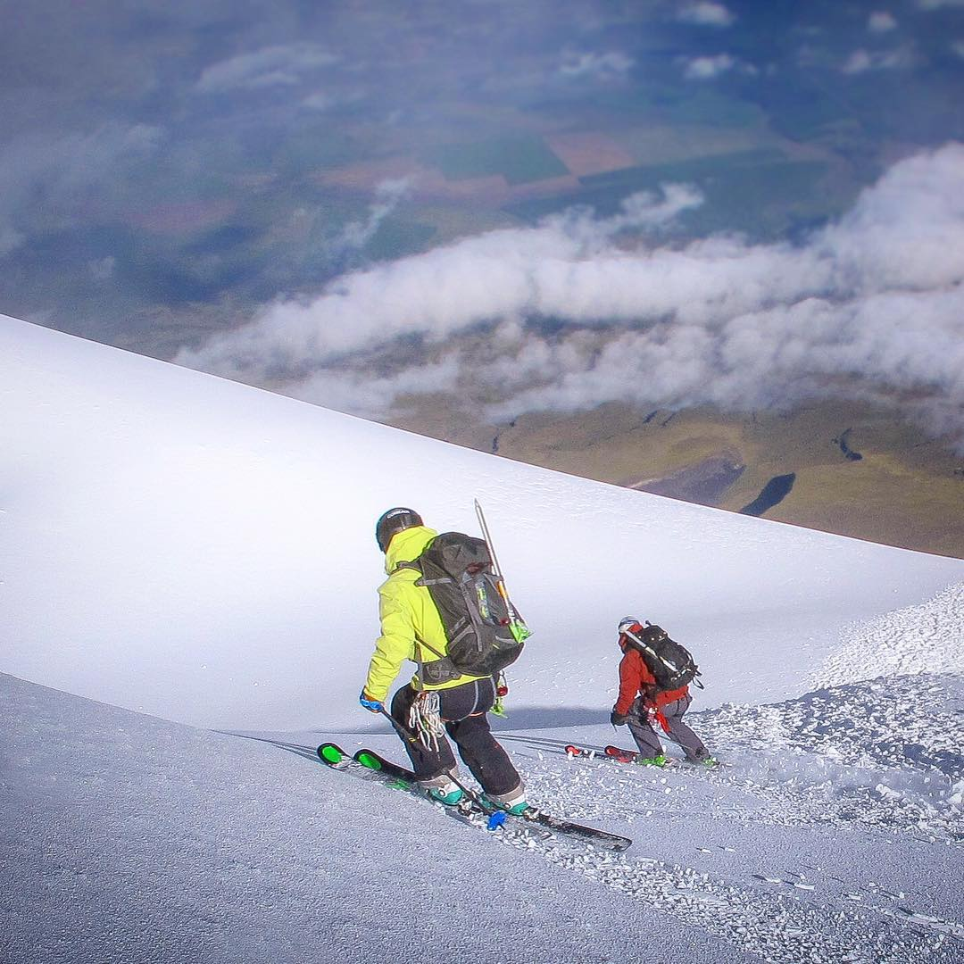@tj_skis here with another from Ecuador. In tonight's installment, you have myself and @amoskiaspen tandem off the summit of Cotopaxi. We endured a 5 1/2 hour climb and the pains of the high altitude all to be followed by brutal acid plumes once we...