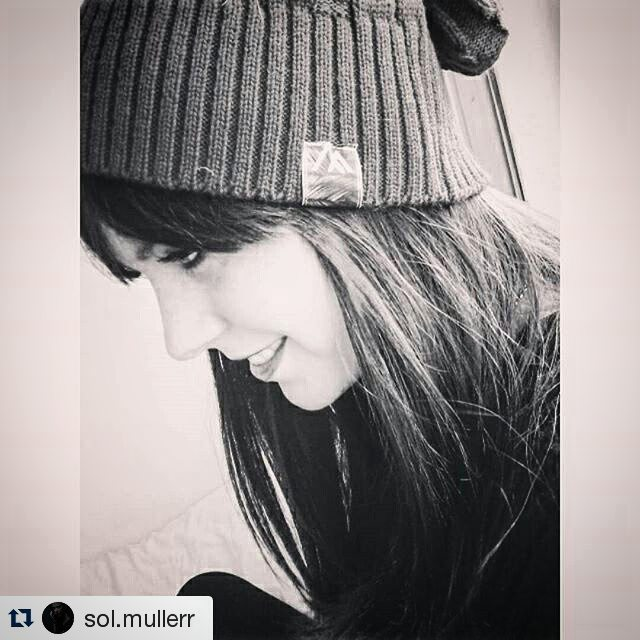 #Repost de nuestra modelo hermosa @sol.mullerr ・・・ A todos lados con mi #vitabeanie @vitacaps  #VITA #VitaCaps #VitaBeanies #FADU #UBA #School #Good #Work #Design #Caps #Hats #Winter #AW2015 #Amigos #Friends #Aerials #vsco #vscocam #Beautiful #Girl...