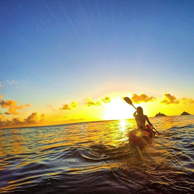 Dear long weekend,  Thanks for the adventures! LoVE, OKIINO  #happy4th #adventures #kayak #sunset #sea #kayaking #hawaii #fun #OKIINO repost from @allie.berg
