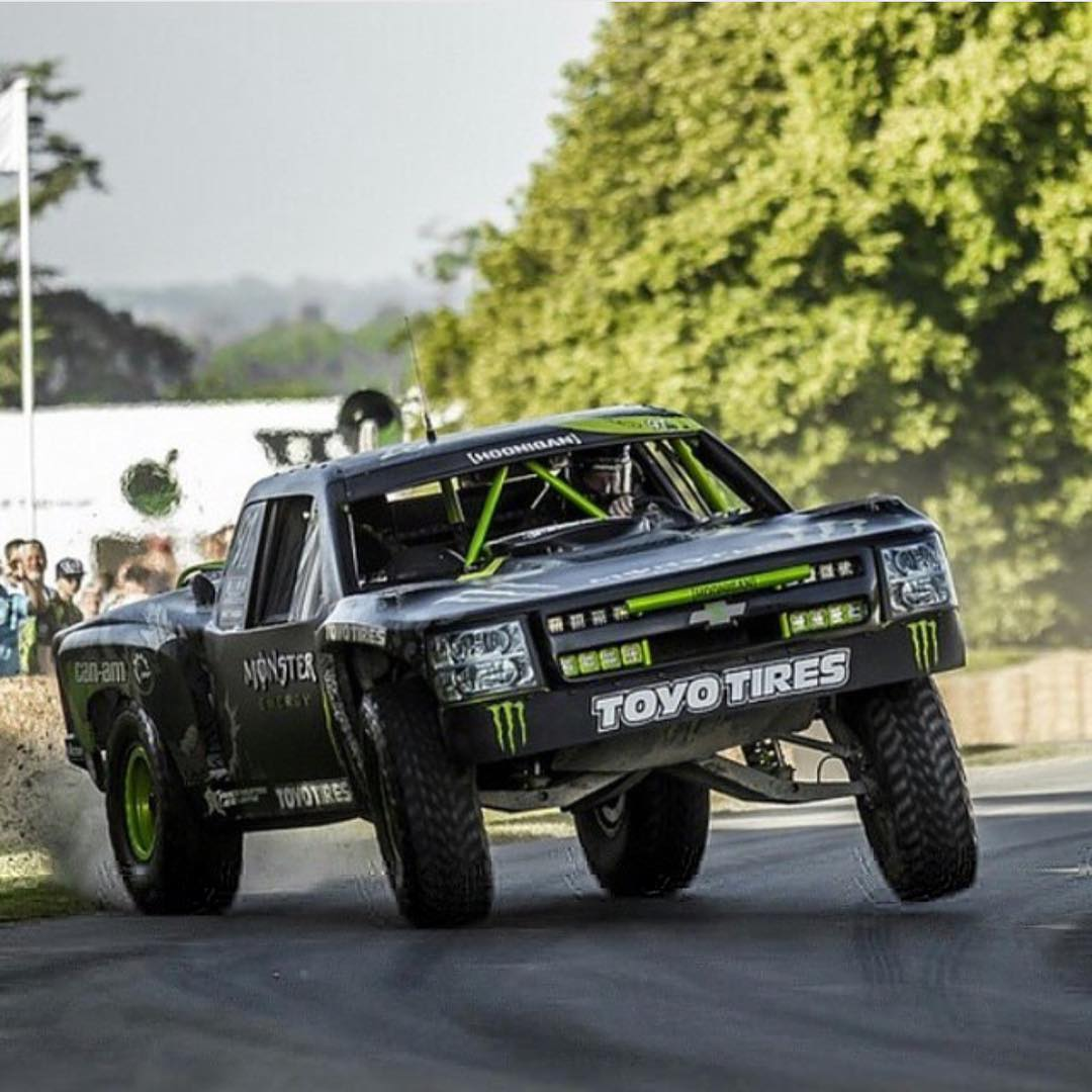Who else enjoys seeing a trophy truck on 3 wheels? #supporthooniganism @bjbaldwin