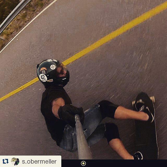 #Repost @s.obermeller ・・・ Volver a casa, volver a la rutina. Buen lunes!!!! #Wikalongboard #WikaSport  #Progressive #FreePants #FreeRide #GarnierCrew #DynamicGymSL #Downhillskateboard  #andarxandar #Longboard #longboarding #longboards #longboarder...