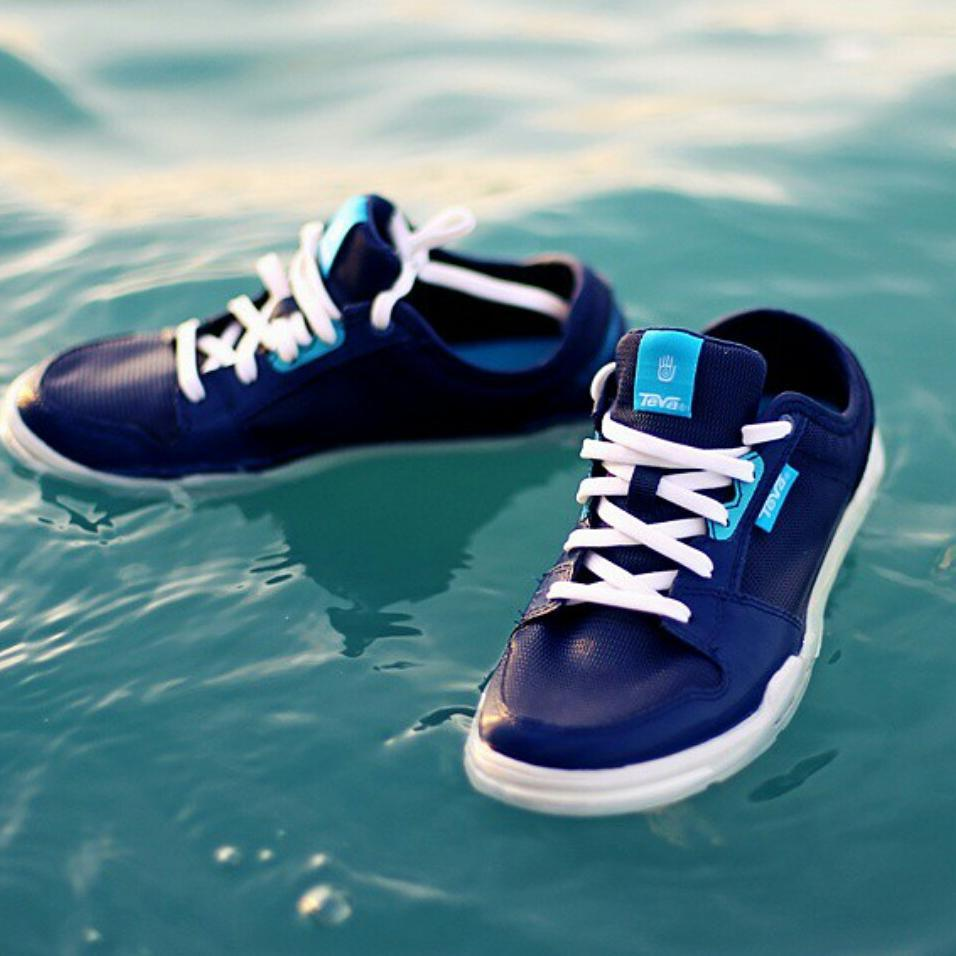 Time for some wakeskating! #revbalance #findyourbalance #wakeandskate #wakeskate #shoes #floating #ride