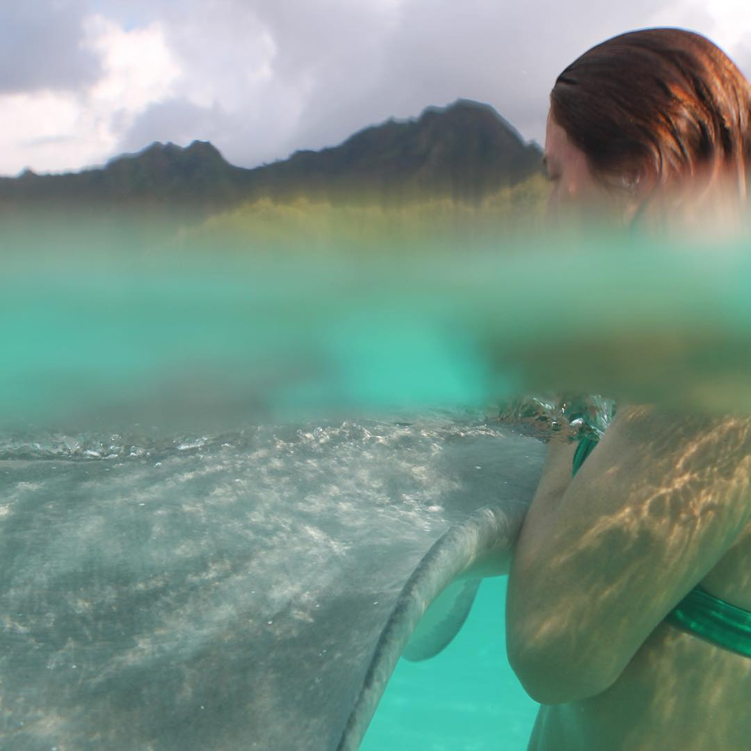 Summer is... kissing strangers || @babeinthewaves and friends in beautiful #tahiti