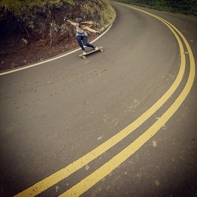 Look how much fun @manolitamade is having in #Hawaii. Are you skating today? You should! @mattkienzle snap #stokeface #longboardgirlscrew