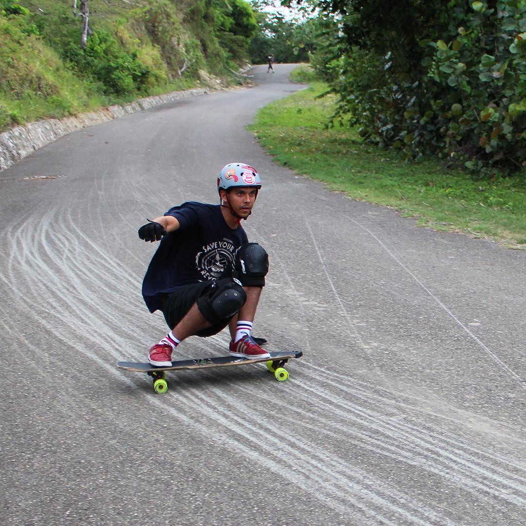 Dialing in lines, @gdivanna lays some #thane south of the boarder in the Dominican Republic. He's about to head to Puerto Rico for the Rio Arriba Downhill Race this weekend. Should be good. #divinewheelco #divinewheels
