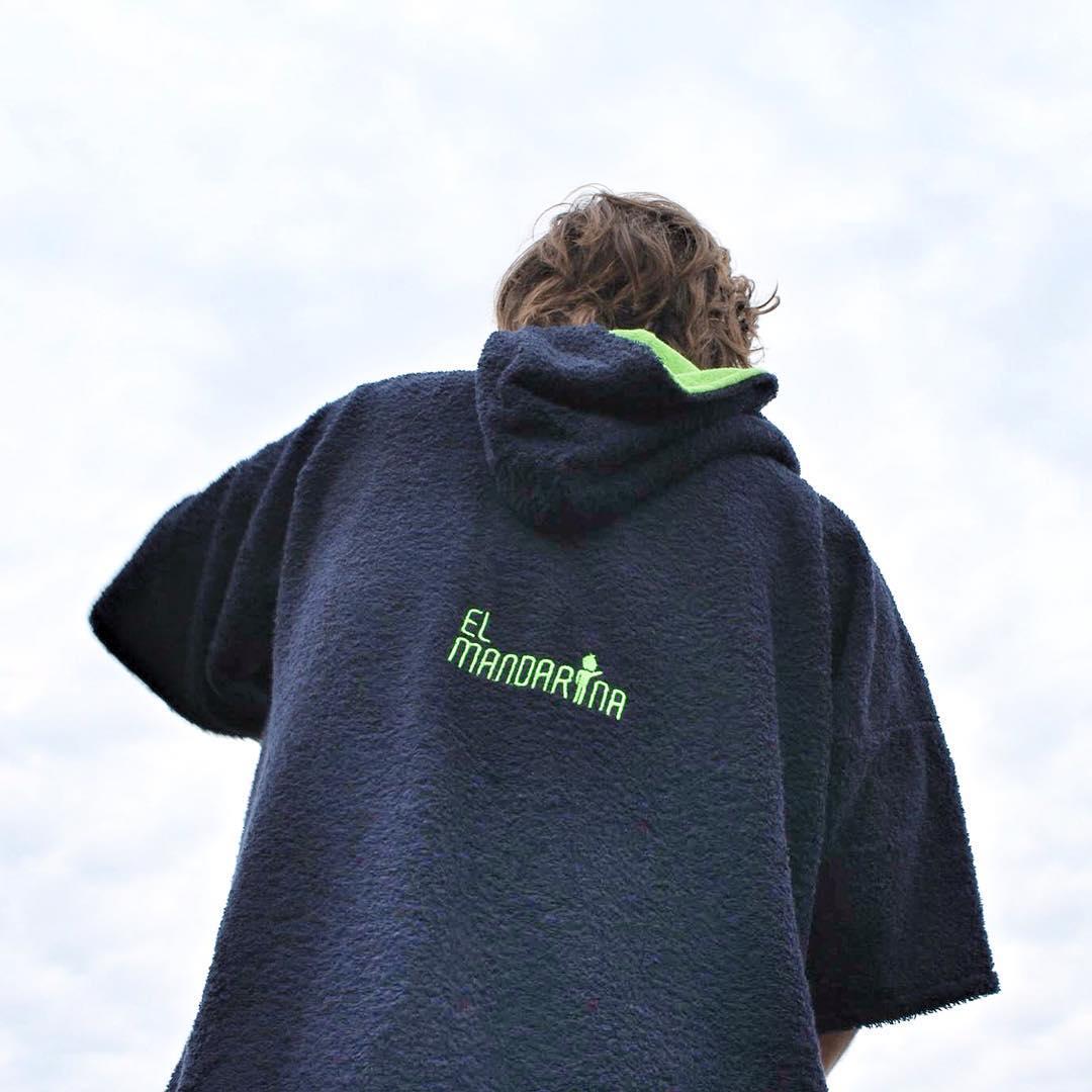 Otro de nuestros colores codiciados para el invierno! Azul marino y verde!!! Hace tu pedido por inbox en nuestro facebook que vuelannnnn