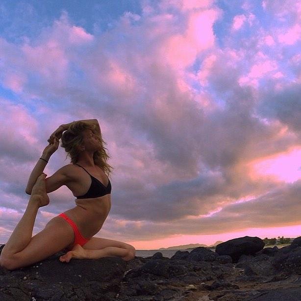Summer is... yoga at sunset    watching the sun go down with #ambassadress @rock3roll    #getoutthere #miolamazing #miolagirl #sunsetyoga #yogakini #yogagram #summeris