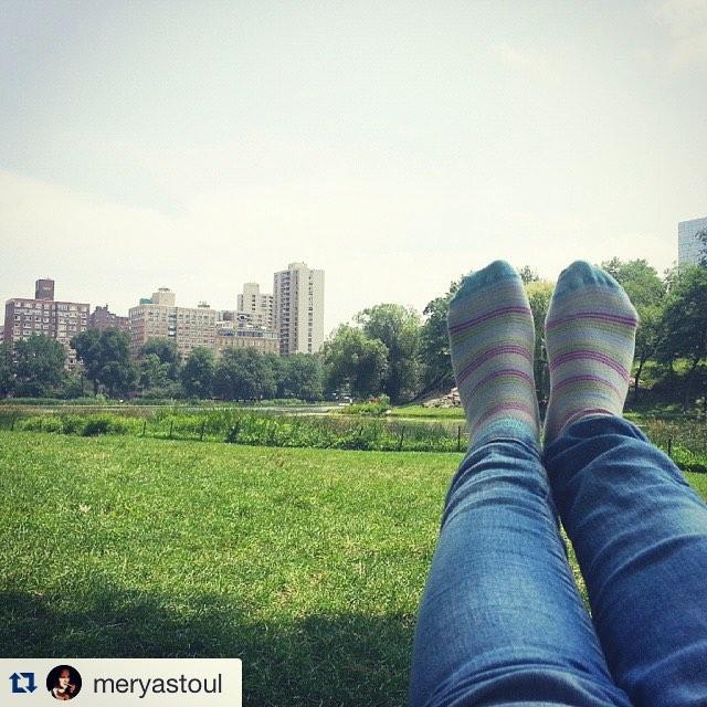 #Repost @meryastoul with @repostapp. ・・・ Descansando en el #CentralPark con mis #MediasSuarez #Manhattan #NYC