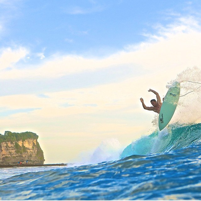 Crew member @wyatt_elder // Bali // #disidual #saltwaterbandits #disiduallivin #surf #shred #surfsup #indo #bali #indonesia #travel #wanderlust #keepitwild #adventure #explore #saltlife #surfer #barrelled #swell #warmcurrent @aladdinsurfmag @stab @wsl...