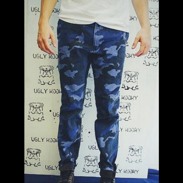 Amigos !!! Llegaron nuestros nuevos blue camo #NavyKooky . Excelentes pantalones , disponibles en todos los talles. A no dormirnos que vuelan !!!