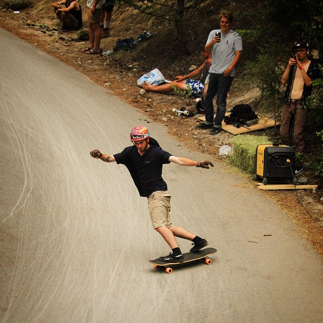 @griffin.gravel throwing a toe around #DeadMans at the #GiantsHeadFreeride #GIANTloadTour #Tesseract #loadedboards