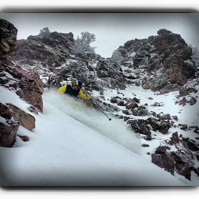 Picking his way through the crag, TanSnowMan flashes a quick turn for Bo Ferro, earlier today in Pebble Creek's infamous #dirtylines zone.  @boferro @tansnowman @pebblecreekskiarea  #pandapoles #magicskiwands #pandatribe #pebblecreekarea #skitherock