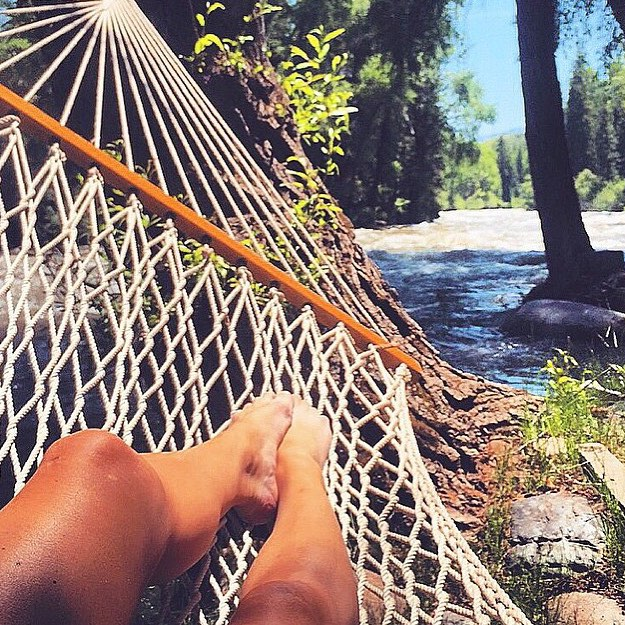 Summer is... hammocks! || serious relaxing with @meredithdrangin || #getoutthere #miolagirl #miolamazing #hammocklife #feetstagram #summeris