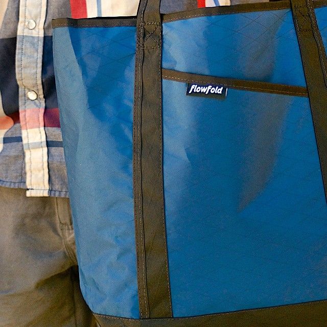 The #Flowfold Porter tote, ready for beach action in five sharp colors. Made in USA with a lifetime warranty and free domestic shipping. Find them using the link in our profile!