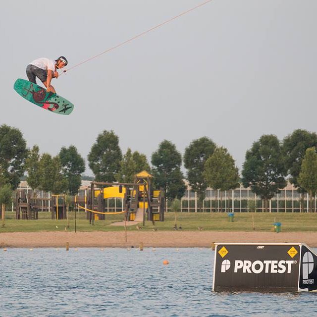Our man in the Netherlands @tommyswaan dropping bombs with the Oracle 143