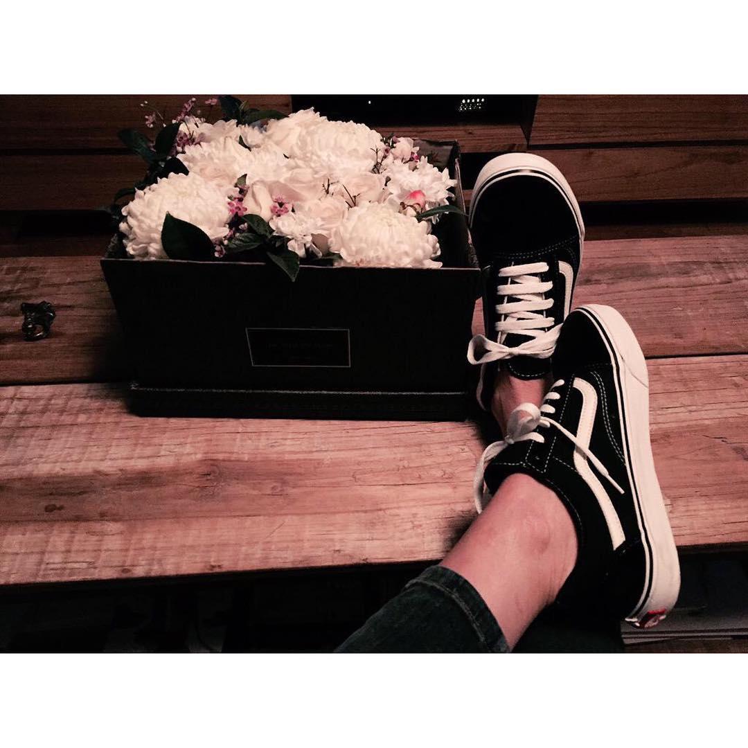 Flores y #OldSkool en este día gris ⛅️ @lolacanavosio