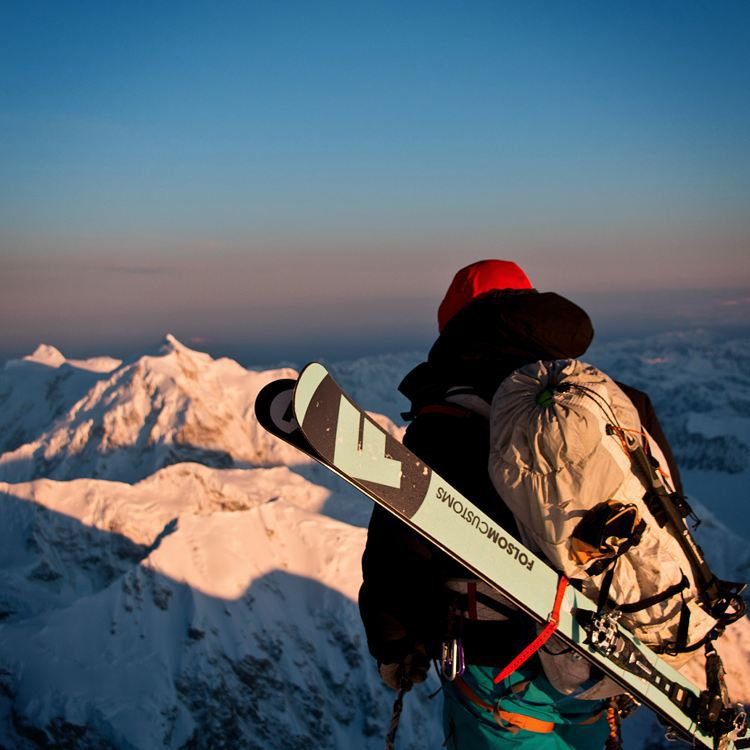 Looking for the weekend.  Athlete @jaywsss looking out from #Denali at #Foraker and #Hunter. #bigthree Photo: @asponar