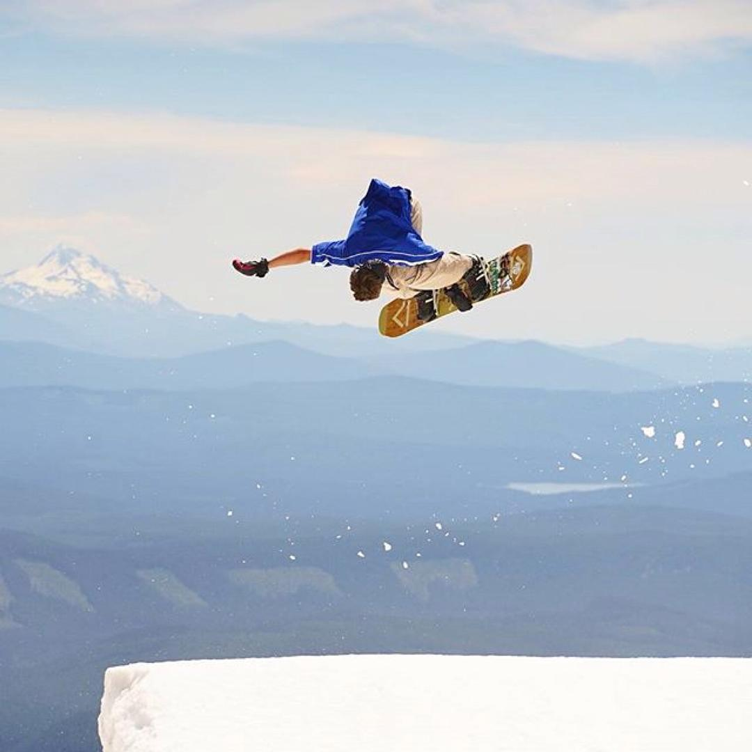 Name that grab. Rider: @jah_he  Photo by: @ianaveryleaf #FluxBindings #Summer #Snowboarding #Style