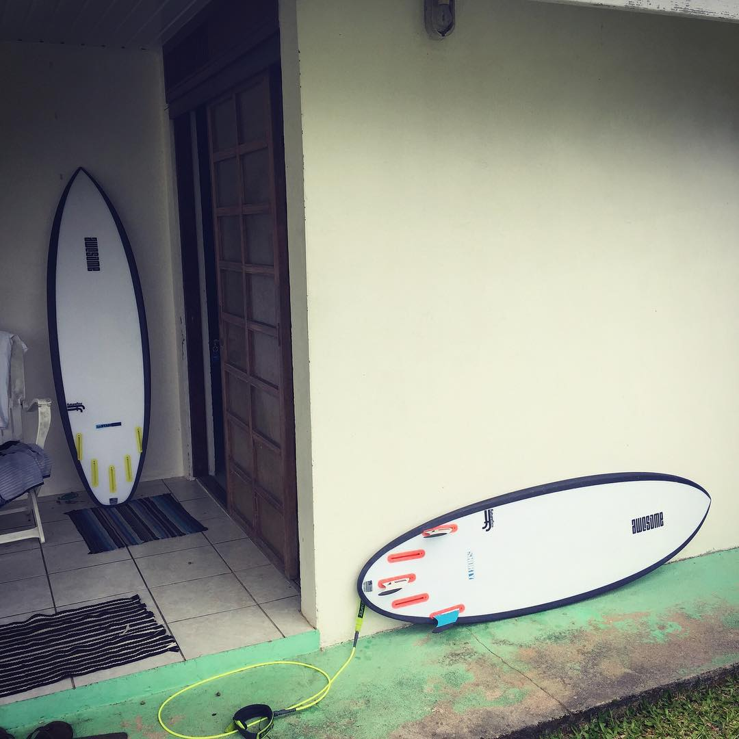 theStandard and Shorty, best buddies  #futureflex #shredsled #surfboards #awesome #awesomesurfboards #surf #surfing #tahiti