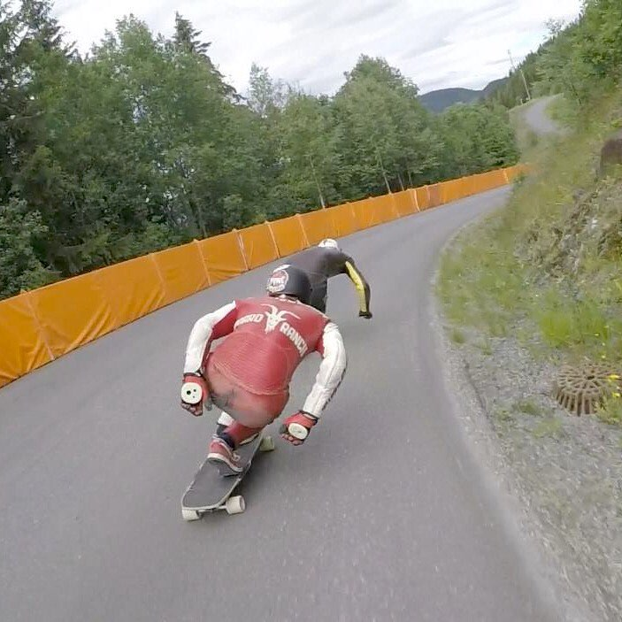 "Flow rider @henningpat with an update from the @idfracing #Lillehammer race in Norway: ""Today's been all freeride, which was a lot of fun! Here you see me chasing my brother down a 80km/h right hand sweeper. As always riding the 43* #parissavants"" Yeah..."