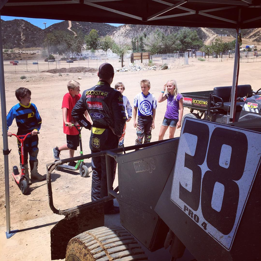Taking some time to talk to the kids that come to say hi while we are out at Glen Helen testing for @lucasoiloffroad races this coming weekend. #glenhelen #fans #shortcourse #racing #pro4 #deegan38