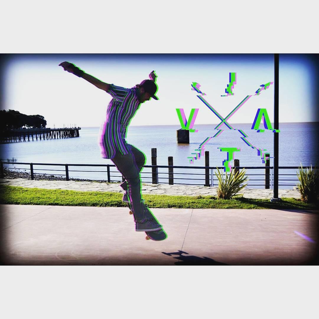 Se viene algo ENORME! Y en unos días hacemos el sorteo!! PARTICIPÁ!! @zompontroli flashando colores  #VITA #VitaCaps #VitaBeanies #FADU #UBA #Work #Design #Fun #Sunday #Funday #Vsco #Vscocam #Drone #Aerials #DroneRace #Race #Skate #Rider #Cap #Glitch...