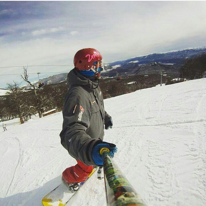 @gonbattistessa disfrutando de la nieve en @cerro_chapelco con su #ZephyrPole !! ❄❄